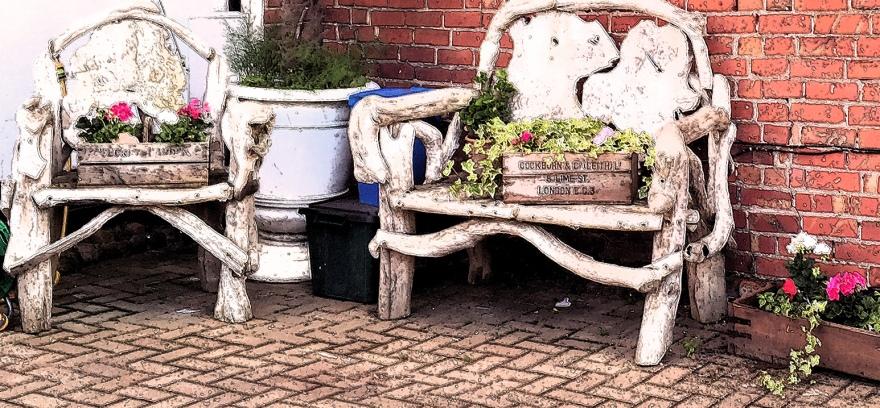 A trolls bench